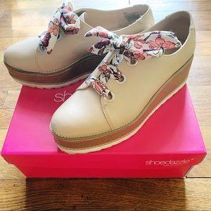 ShoeDazzle Lydia Nude Flatforms 8.5